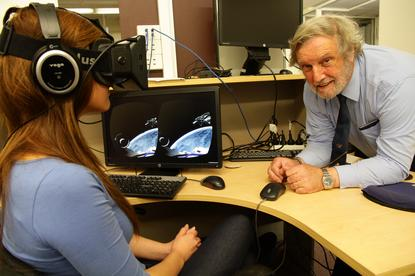 UNSW senior lecturer John Page demonstrates how Oculus Rift could be useful to engineers. Credit: UNSW