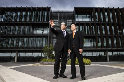 Minister for the Illawarra John Ajaka (left) and NEC managing director Tetsuro Akagi check out the University of Wollongong campus.  Photo credit: University of Wollongong.