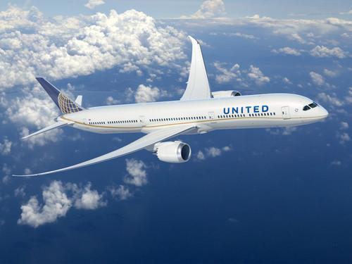 United's 787 Dreamliner in flight.