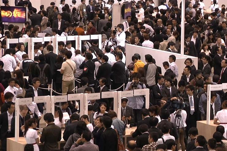 Hundreds crowd a conference hall near Tokyo to try out Nintendo's new 3DS handheld on Sept. 29, 2010.