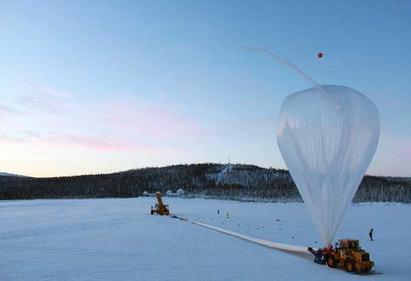 Last check of the ground winds before releasing the balloon