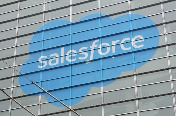 Salesforce taps Amazon's cloud for call center services